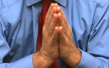 Secular group in Canada seeks to end prayers at local authority meetings