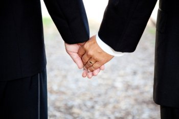 Wedding invitation company cites religious beliefs for refusing services to gay couple